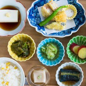 小皿が並んでかわいい!【京都】彩り豊かな惣菜定食、おばんざい膳が楽しめる注目店とは?
