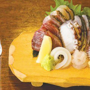 横浜・野毛エリアでちょっとレトロなグルメ旅を。ランチから呑みまで1日楽しめるオススメ3軒とは?