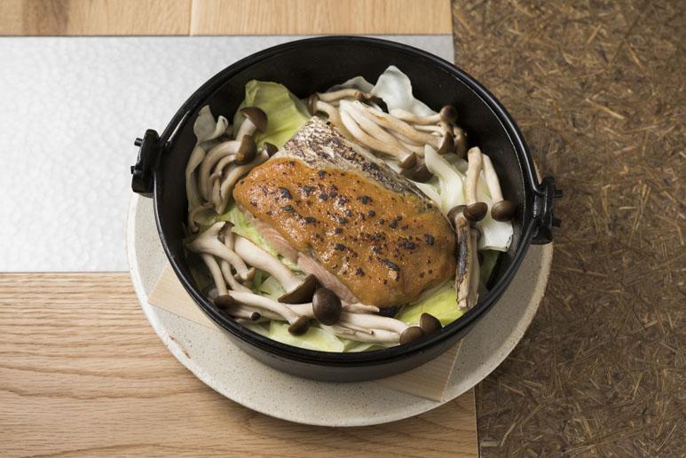 秋鮭のみそ焼き1,800円。甘くジューシーな身と味噌の風味にご飯が進む。