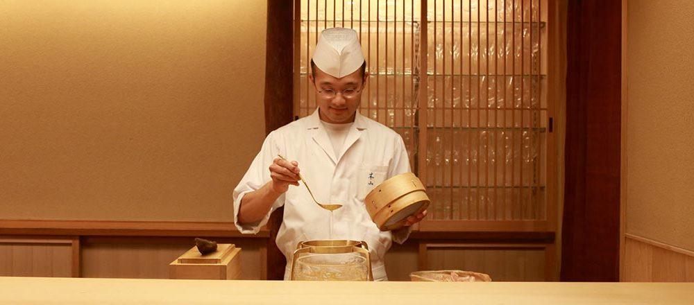 今、京都で大人気の日本料理店〈木山〉。洗練された旨味の秘密と魅力を尋ねました。