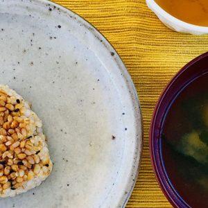 これが玄米!?驚くほど柔らかく優しい甘さ。〈玄むす屋〉の「玄米おむすび」~眞鍋かをりの『即決!2000円で美味しいお取り寄せ』第28回~