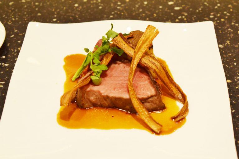 上質な国産牛フィレ肉のローストはワインにピッタリ!