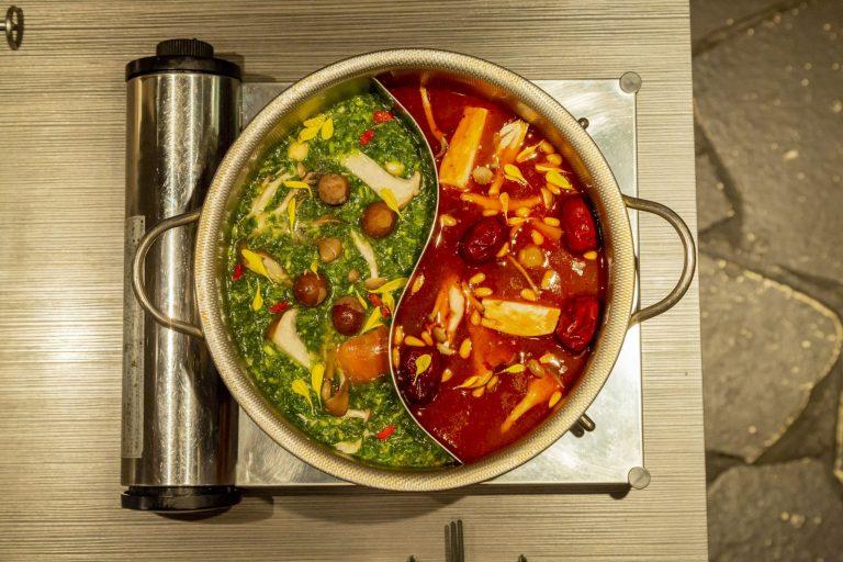 「おためし鍋セット」(豚肉、野菜盛り、海鮮盛り、〆麺)2,000円(1人前/税込)