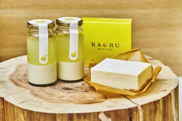 香り、酸味際立つ木頭柚子はクリームと好相性。「木頭柚子ジュレ&ホワイトチョコ」各538円、「KITO YUZU フロマージュ」1,113円
