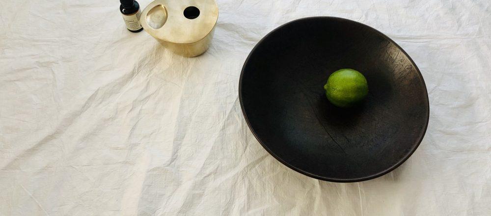 スタイリスト長坂磨莉の「HELLO!GOOD THINGS」vol.9 経年変化と造形美を楽しみたい革と真鍮。