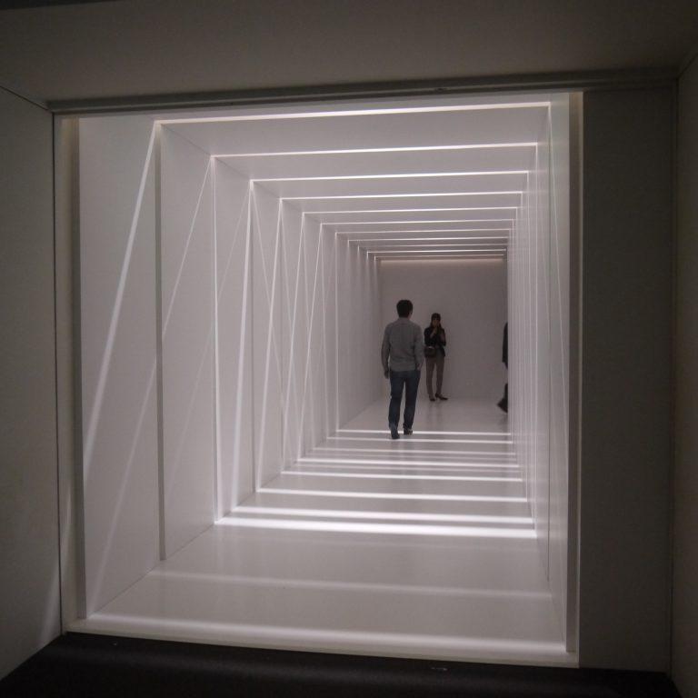 「フェルメール・ルーム」へと続く回廊、ワクワクとした気持ちが高鳴ります。