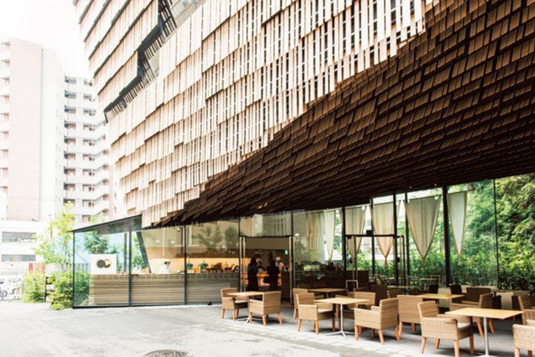 建物は建築家・隈研吾氏による設計。