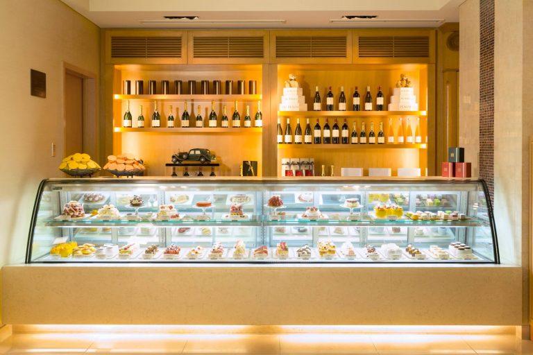 The-Peninsula-Boutique-Cafe-Cake-Counter