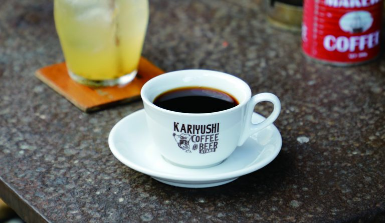 ドリップコーヒー(小300円)は濃いが後味スッキリ。