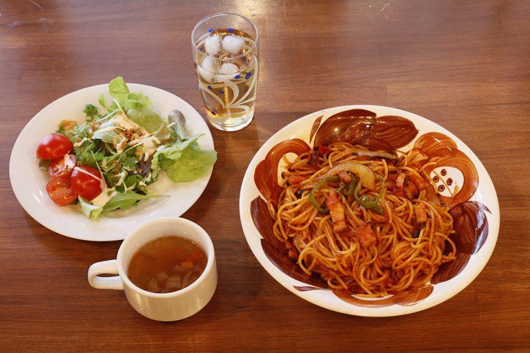 自家製トマトソースで作るナポリタンも自信作。スープ・サラダ付き1,050円
