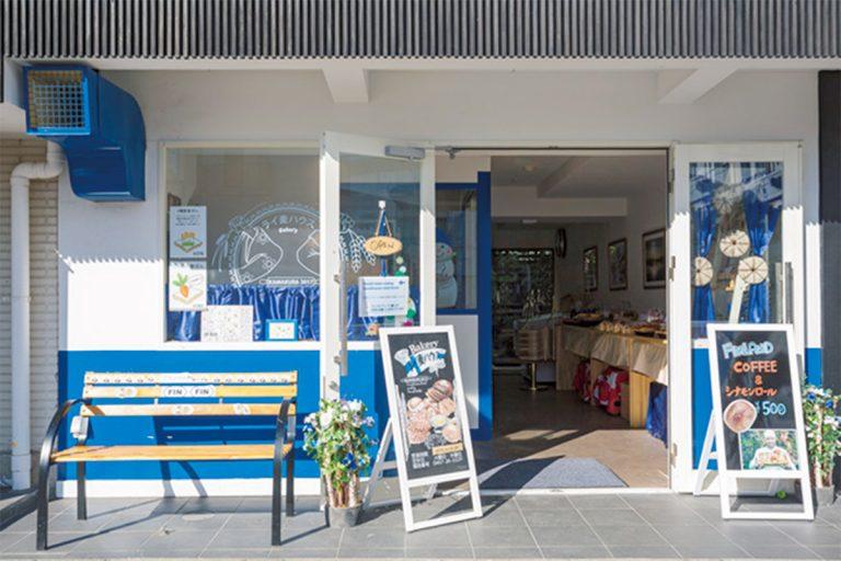 店はフィンランド・ブルーと白が基調。