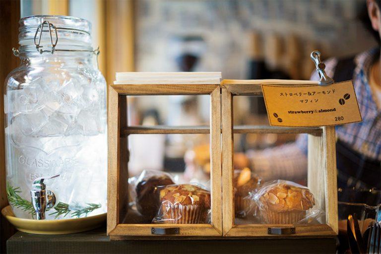 ストロベリー&アーモンドマフィン280円など、素朴な味わいのおやつも人気。