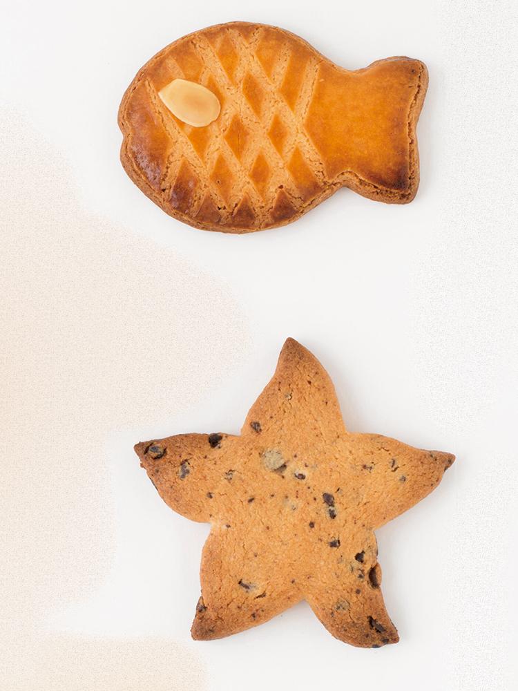 ヒトデ形のチョコチップサブレのアステリー150円、おさかな形バニラサブレのポワソン190円