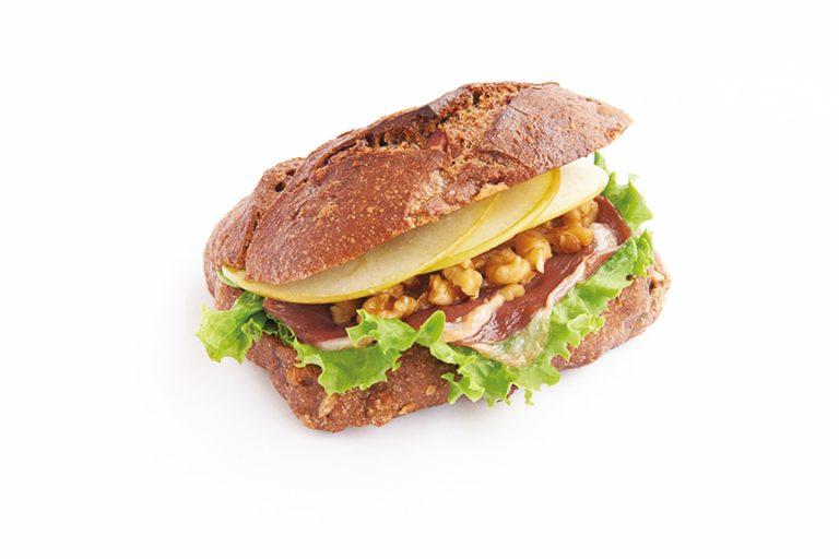 「鴨の生ハムと青りんごのサンドイッチ」(580円)