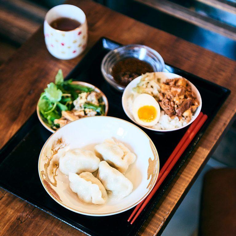 昼の定食「名物水餃子」と「お茶碗魯肉飯」は1,000円(税込)