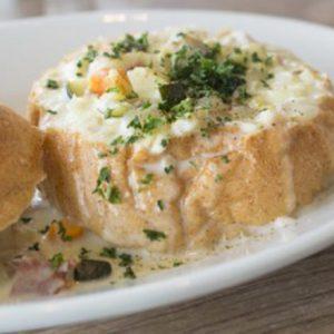 スープは「飲む」から「食べる」へ。この冬食べに行きたい具沢山クラムチャウダー3選