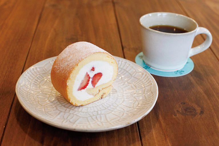 いちごのロールケーキ480円、ドリップコーヒー600円