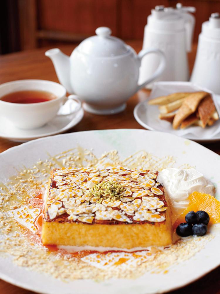 フレンチトースト(ドリンク付き)1,800円に付いてくる自家製カラメル蜂蜜やパンの耳のラスクも美味。