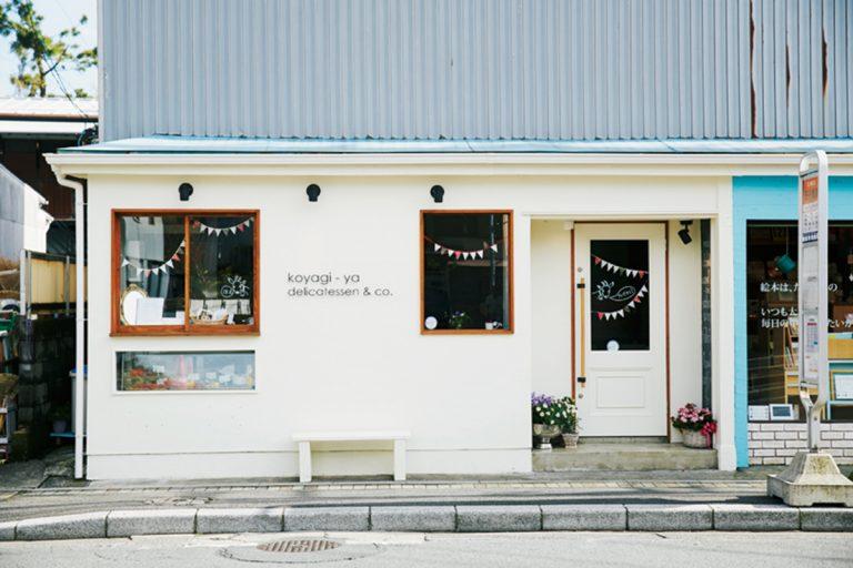店は長谷観音バス停の目の前。