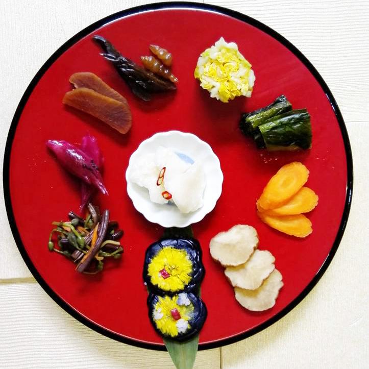 「季節のおまかせ定食」(1,200円)ほか、「味噌キャラメルソフト」も人気。