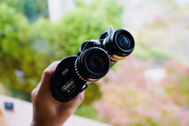 ■双眼鏡を発見。窓の外に高知城が見つけられるかな?