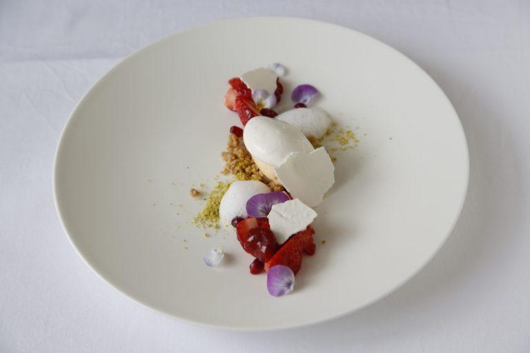 「イチゴとピスタシオのヴァシュラン」1,200円