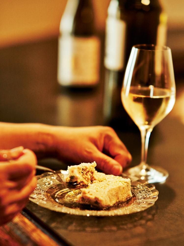 「白インゲンパテ」720円。ワインはイタリア・ヴェネトの自然派、ラ・ビアンカーラのマシエリ。