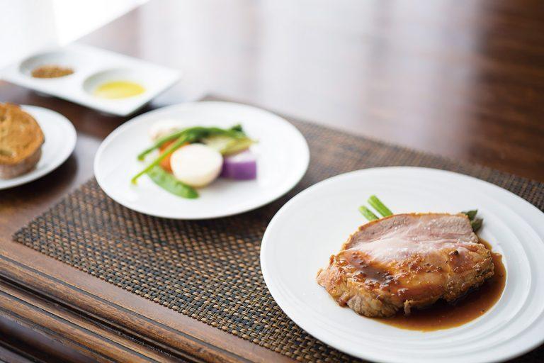 4品目「茨城県産モチ豚のロースト グリーンペッパーソース」