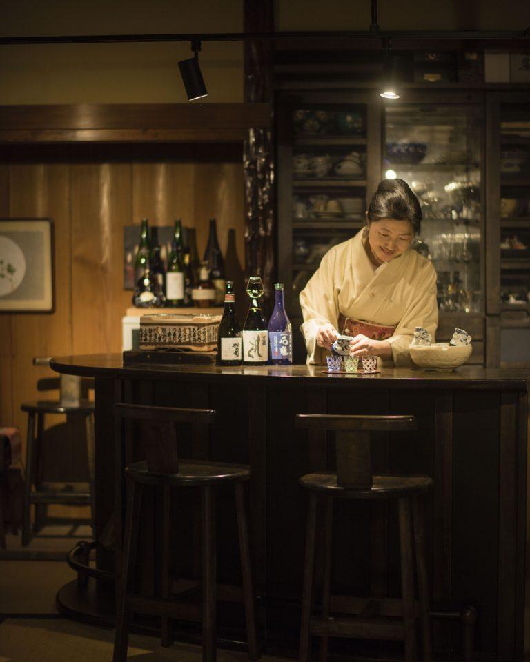 女将お勧めの日本酒を供す和室の女将'sバー(予約制)。