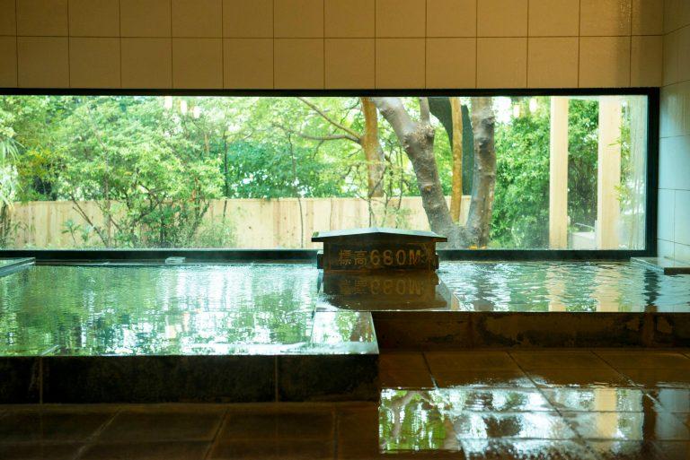 強羅と大涌谷から引く二つの源泉が自慢。内湯のほか露天風呂も。