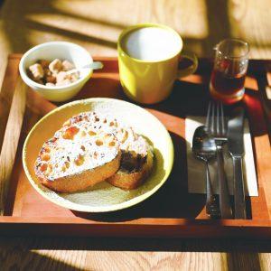 フレンチトースト(2枚)600円、カフェオレ400円(各税込)。