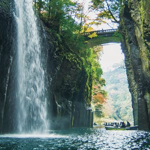 縁結びを願うなら、自然豊かなパワースポット・宮崎〈高千穂神社〉がおすすめ。