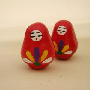 女性と人形は縁が深いと境内では人形を模した「姫みくじ」を領布。
