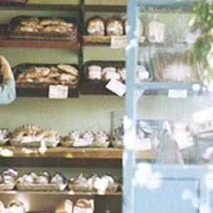 家具業界から転身したパン職人。県外からのお客さんも並ぶ店〈Boulangerie Yamashita〉へ。