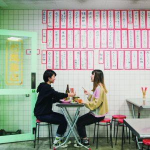 昭和レトロな空間が人気!大阪飲みはユニークな食堂居酒屋へ。
