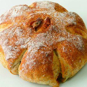 予約が5年待ち!?季節の食材をアドリブでパンにする、兵庫のベーカリー〈HIYORI BROT〉とは?