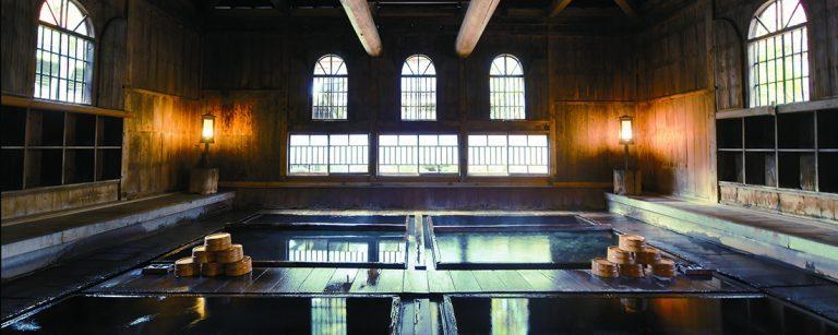 【群馬・法師温泉】登録有形文化財の歴史ある温泉宿〈法師温泉 長寿館〉でご褒美を。
