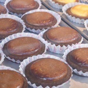 〈BAKE〉から高級感溢れる「焼きたてチョコレートチーズタルト」が期間限定で登場!