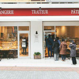 一軒でパン、お菓子、自家製の惣菜まで買える、いかにもパリらしいお店。さりげない雑貨やインテリアも、足立シェフがフランスで見つけたもの。