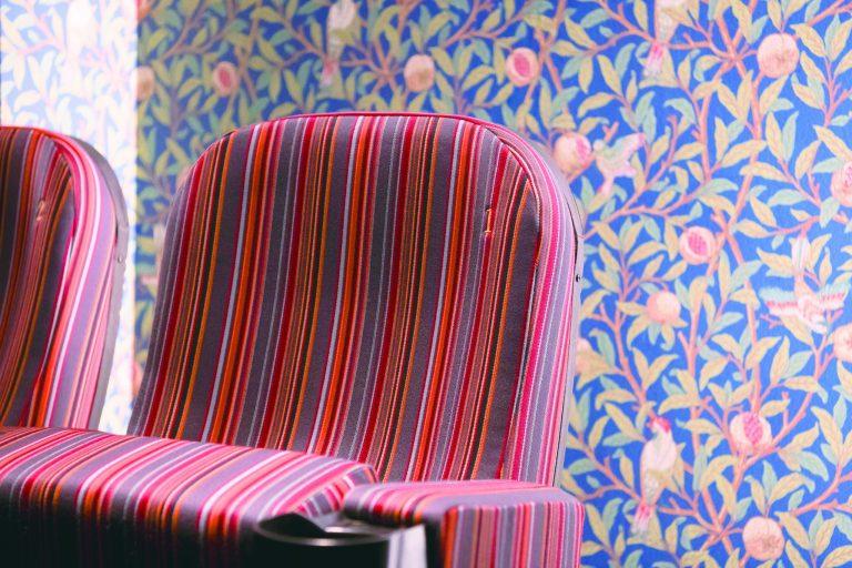 「ストライプ」のスクリーン5には、ウィリアム・モリスのデザインが施された壁紙を採用。