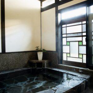 """""""泊まれるエステサロン""""も。【湯布院】「美肌の湯」が楽しめる温泉旅館3選。"""