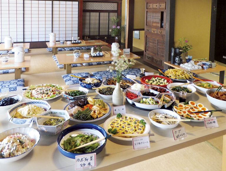 """<span class=""""title"""">田舎料理 かやぶき</span>"""