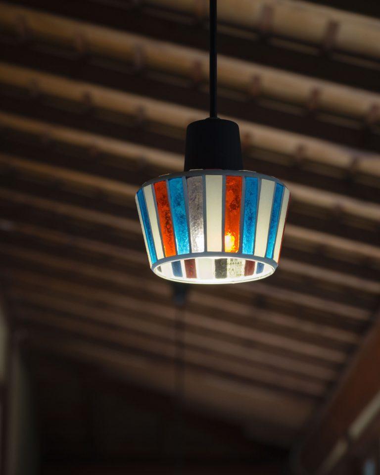 館内の照明はどれも繊細な作り。