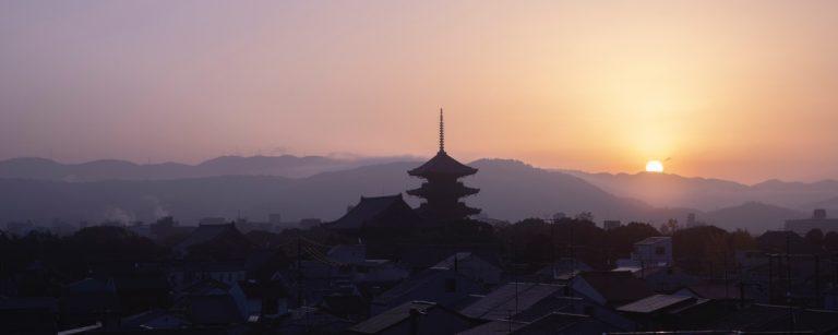 世界遺産〈東寺〉の朝焼けと〈南禅寺瓢亭〉の朝食で「春はあけぼの」を堪能!