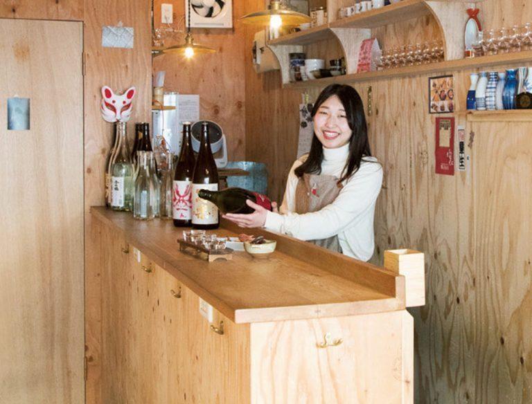 知識豊富な女将が、好みに合う日本酒を選んでくれる。