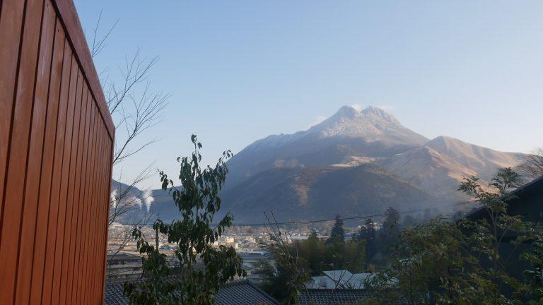 左端の煙は、おんせん県ならではの風景。