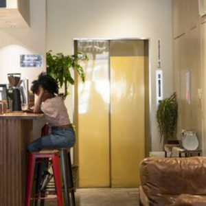 ひとり旅におすすめ「泊まれるカフェ」。【東京】カフェ併設のおしゃれな宿泊施設3選