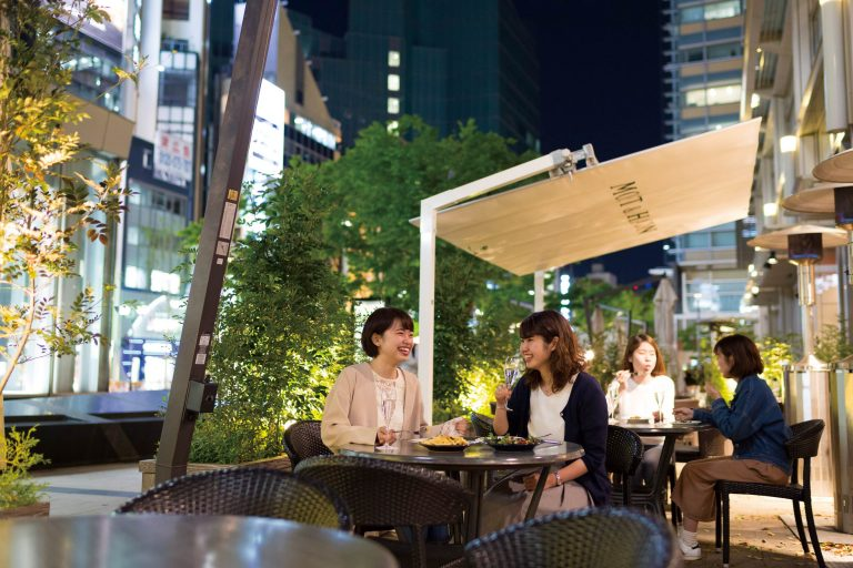 東京らしい夜景。テラス席の予約可。