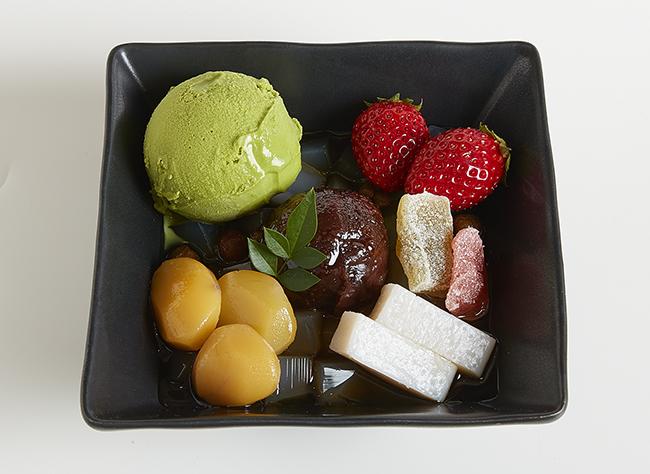 「抹茶クリームあんみつ」一皿に和素材をぎゅっと詰め込んだボリューム満点の和スイーツ。900円