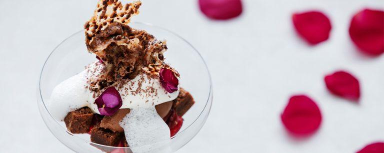 日帰りでも利用可!〈星野リゾート 軽井沢ホテルブレストンコート〉のデザートコースがチョコレート尽くしに。